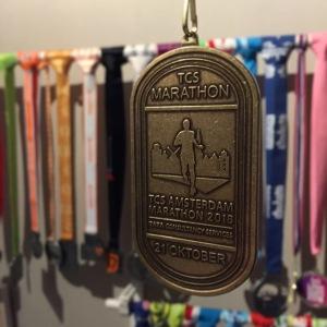De medaille van de Amsterdam Marathon 2018