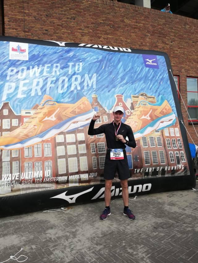 Na de finish van de Amsterdam Marathon